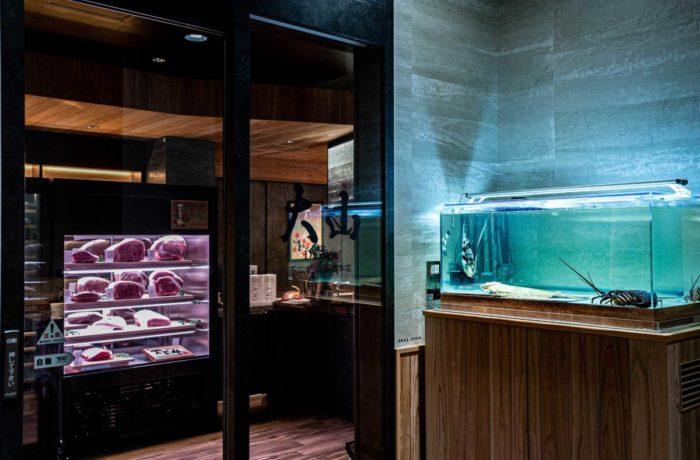 鳥取の素材に拘る最高鉄板料理店の魚貝類の活魚水槽
