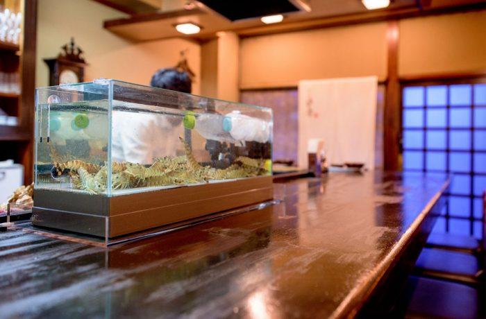 活魚水槽の設置事例|奈良で評判の老舗天ぷら店の車海老用の水槽