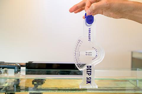 塩分濃度を測る比重計