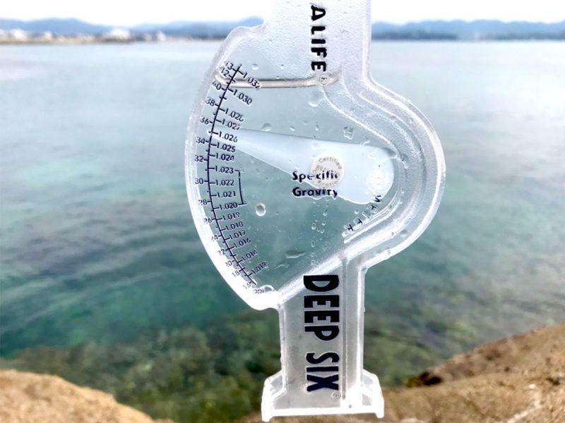 白浜の海水の塩分濃度を測定